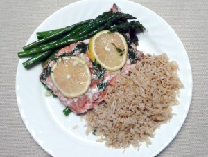 Pilaf with salmon and asparagus